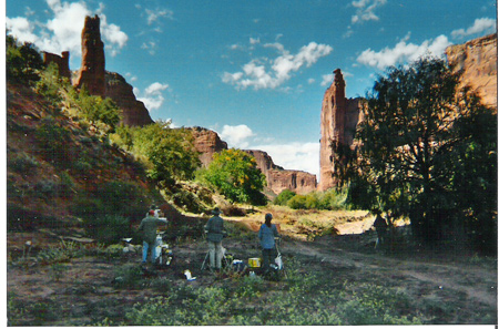 Image: Painting in Canyon de Chelly, Image: Taos Art School, Canyon de Chelly Expedition, tour, painting, photography, mesa verde, tours, navajo, guided tours, horses, jeep, native american, indian, pueblo, ancient, anasazi ruins